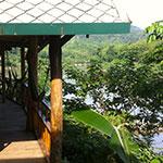 Terrasse avec vue sur la nature, lors de votre voyage au Laos à moto avec Planet Ride et Charly