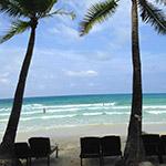 sur la plage, lors de votre voyage aux Philipines à moto avec Planet Ride et Philippe