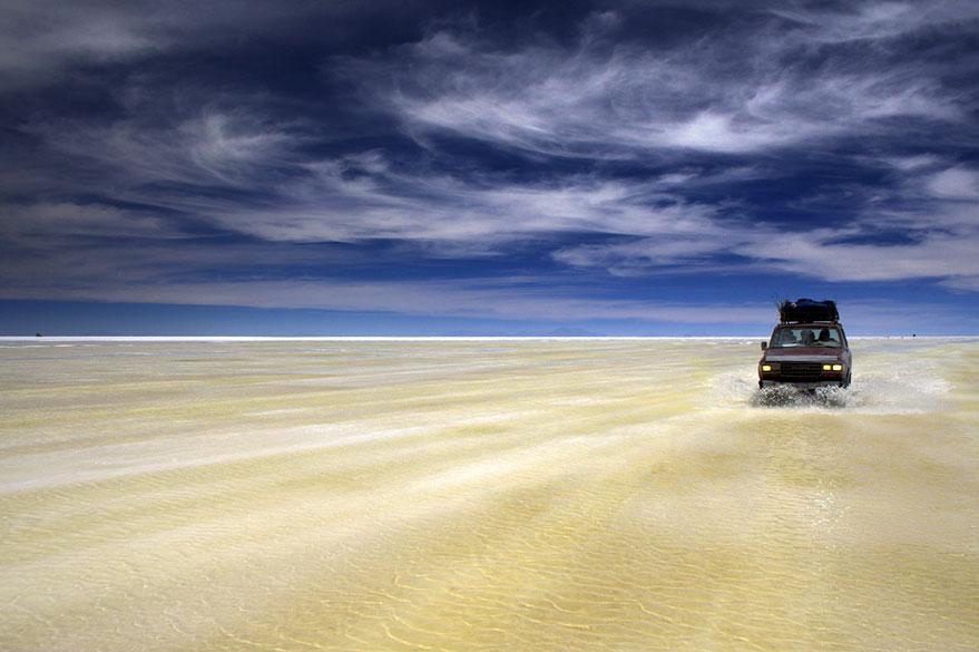Au Salar d'Uyuni en Bolivie, en voyage 4x4 au Pérou avec Laurent et Planet Ride