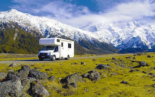 Votre véhicule de voyage en Nouvelle-Zélande en camping-car avec Planet Ride et Fabrice