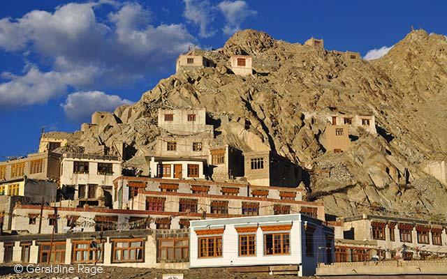 À Leh, capitale du Ladakh dans l'Himalaya, lors de votre voyage en Inde à moto avec Planet Ride
