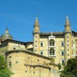 Chateau ducal d'Urbino, lors de votre voyage en Italien en Fiat 500 avec Planet Ride et Roberta