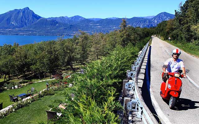 Autour du Lac de Garde, lors de votre voyage en Italie en Vespa avec Planet Ride et Roberta