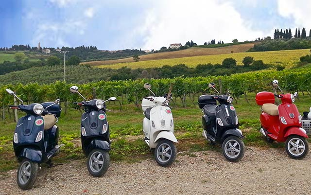 Your Vespa scooters for your trip in Italy with Planet Ride and Roberta