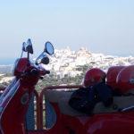 À Ostuni, lors de votre voyage en Italie en Vespa avec Planet Ride et Roberta