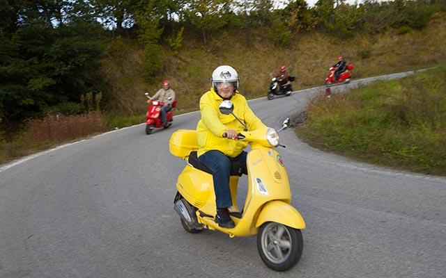 En scooter, lors de votre voyage en Italie en Vespa avec Planet Ride et Roberta
