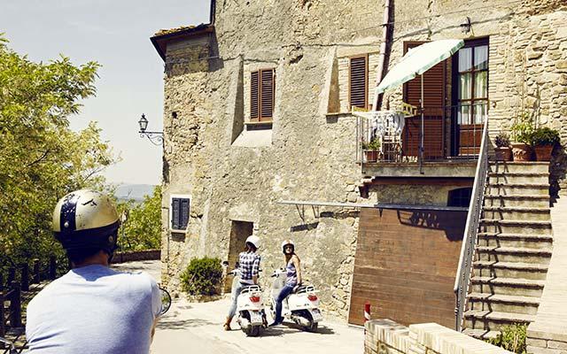 À Montepulciano, lors de votre voyage en Italie en Vespa avec Planet Ride et Roberta