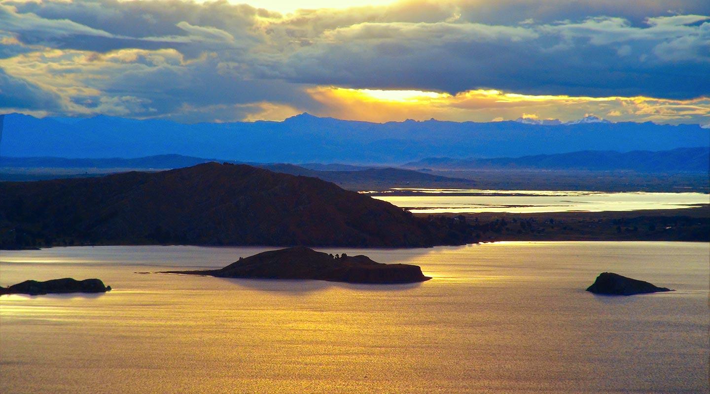 Au Lac Titicaca au Pérou, en voyage 4×4 au Pérou avec Laurent et Planet Ride