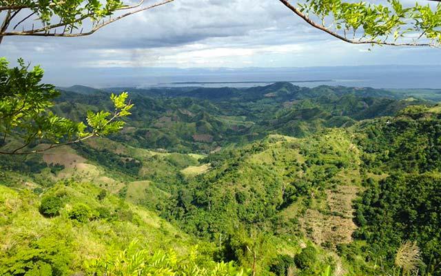 Paysage de l'île Negros, lors de votre voyage aux Philipines à moto avec Planet Ride et PhilippePaysage de l'île Negros, lors de votre voyage aux Philipines à moto avec Planet Ride et Philippe