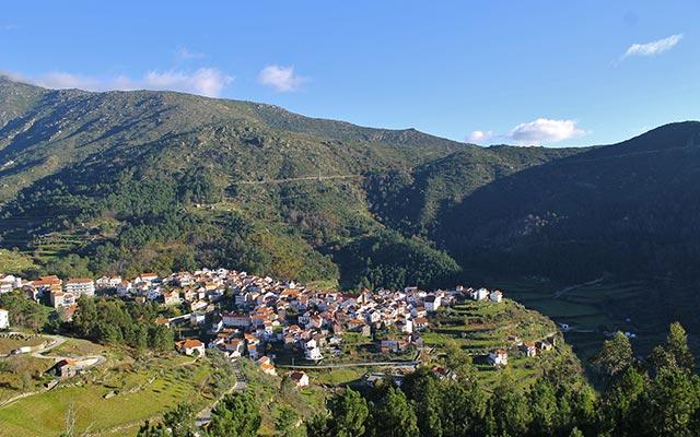 Village de montagne, lors de votre voyage au Portugal à moto, avec Planet Ride et João
