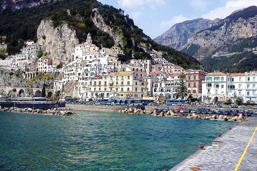 Joli port de la Côte Amalfitaine en Italie