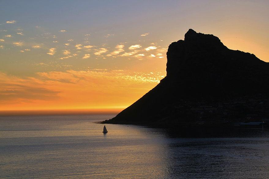 Coucher de soleil sur la baie depuis la Chapman's Peak Drive, qui entoure le Pic de Chapman au Sud Ouest de Cape Town