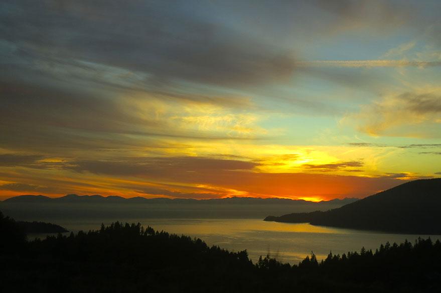 Couché de soleil sur la baie de Howe depuis la Sea-to-Sky Highway.
