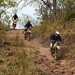 Mont Téna lors de votre voyage à moto enduro au burkina faso avec planet ride
