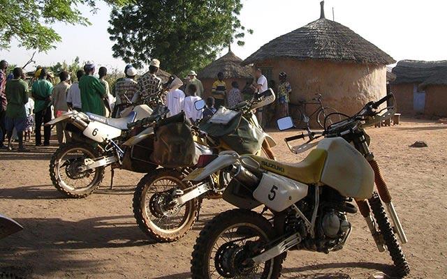 Votre moto enduro Yamaha lors de votre voyage uau Burkina Faso avec Planet Ride