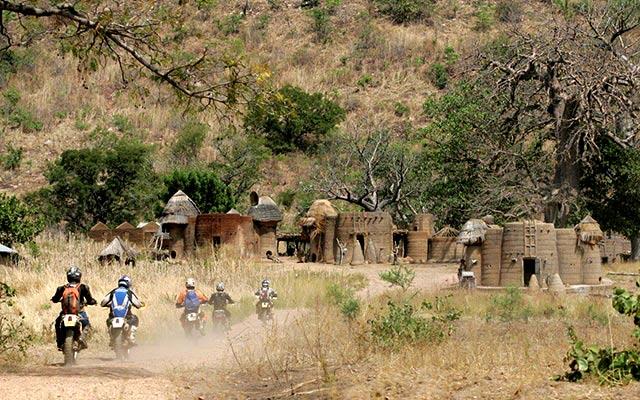 Voyage au Burkina Faso à moto avec une agence de voyage locale