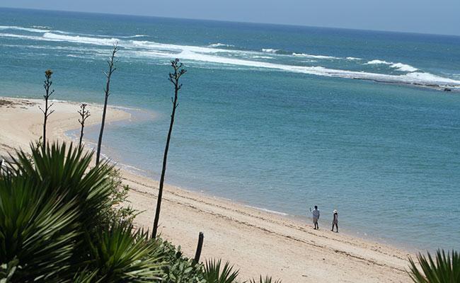 Les plages sud de Madagascar en moto enduro lors de votre voyage avec Planet Ride