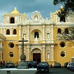 Antigua lors de votre voyage au guatemala à moto avec planet ride
