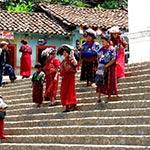 Costumes femmes lors de votre voyage au guatemala à moto avec planet ride