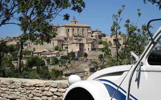 Voyage à Forcalquier avec Planet Ride en véhicule mythique