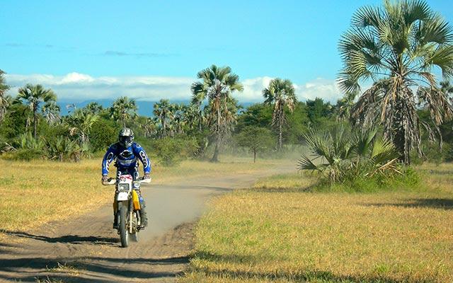 Voyage en Tanzanie à moto avec une agence de voyage locale