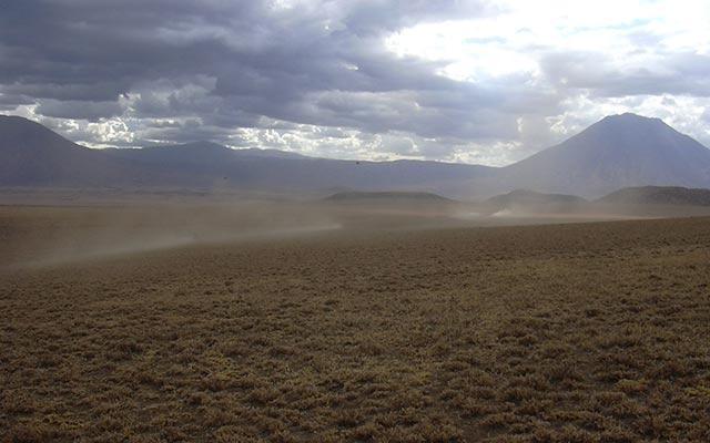 piste du lac natron lors de votre voyage en moto en Tanzani avec Planet Ride