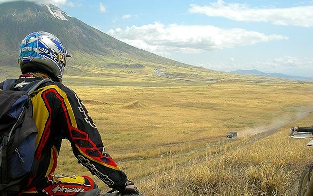 La piste du lac Eyasi lors de votre voyage en Moto en Tanzanie avec planet ride