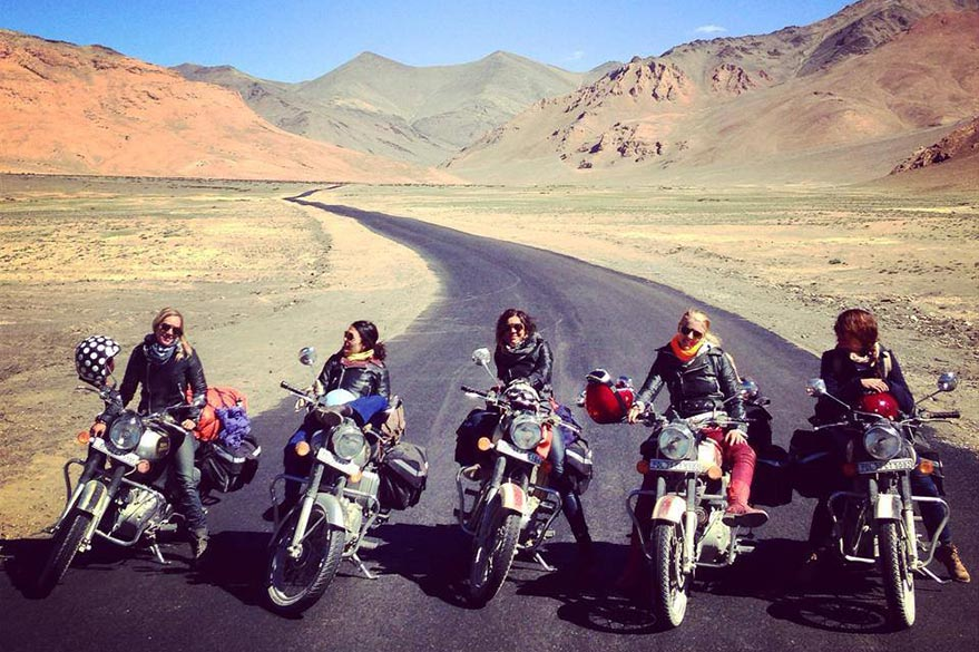 The equipped in full raid with Moto às through the Himalayas