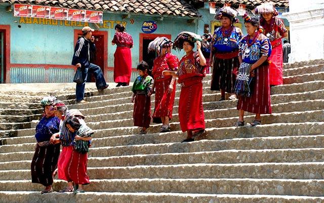 Costumes des femmes lors de votre voyage au guatemala à moto avec planet ride