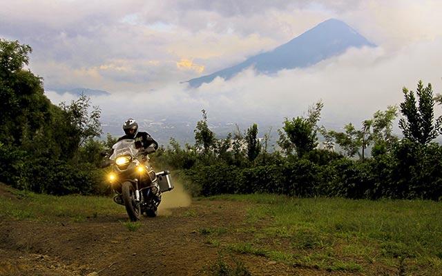 Volcans lors de votre voyage au guatemala à moto avec planet ride