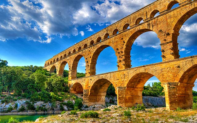 Voyage moto en France Pont du Gard Planet Ride