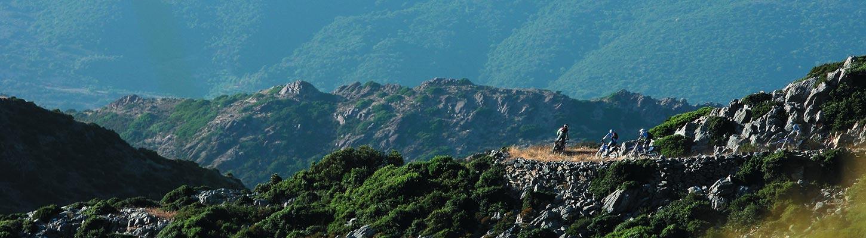 Voyage en Sardaigne en moto enduro avec Planet Ride dans les reliefs de l'Ile