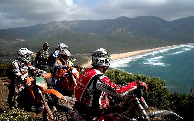 Voyage en Sardaigne en moto enduro avec Planet Ride en groupe
