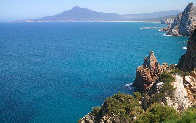Voyage en Sardaigne en moto enduro avec Planet Ride au bord des plages