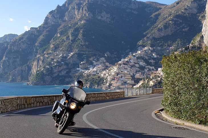 Voyage à moto en Europe : les courbes de l'Italie