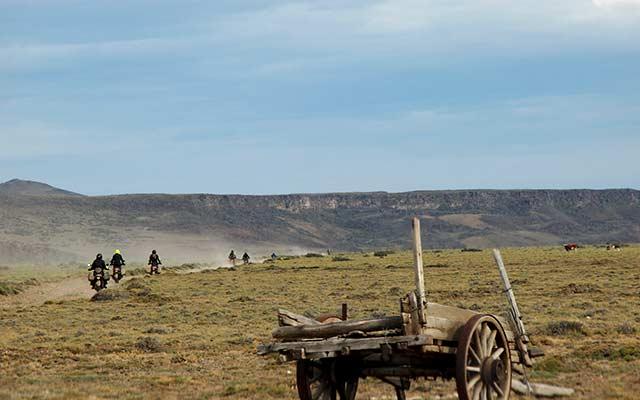 voyage-planet-ride-patagonie-moto-estancia