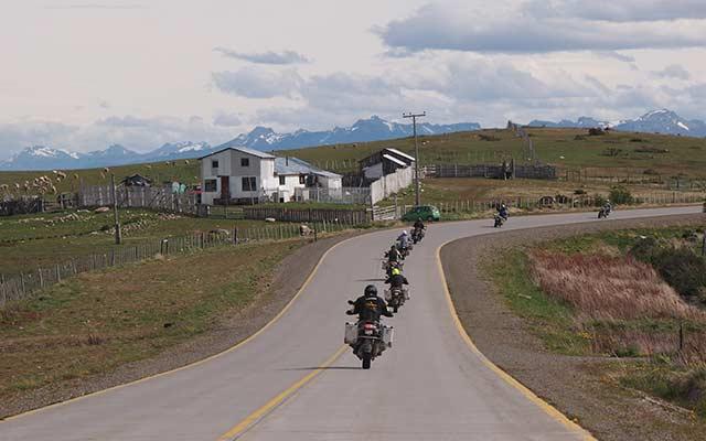 Voyage moto en Patagonie avec Planet Ride route torres del plaine