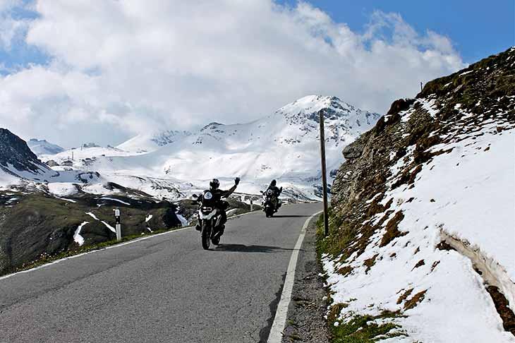 Les routes les plus belles à moto col de stelvio avec planet ride