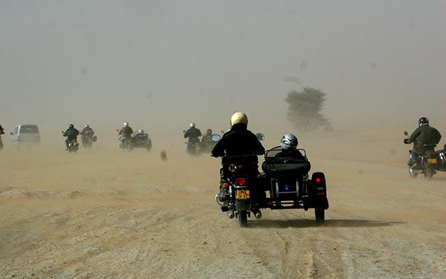 raid moto au maroc desert poussière
