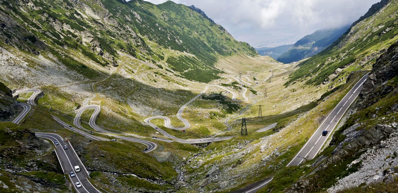 voyage-roumanie-plus-belle-route-verdure-planet-ride