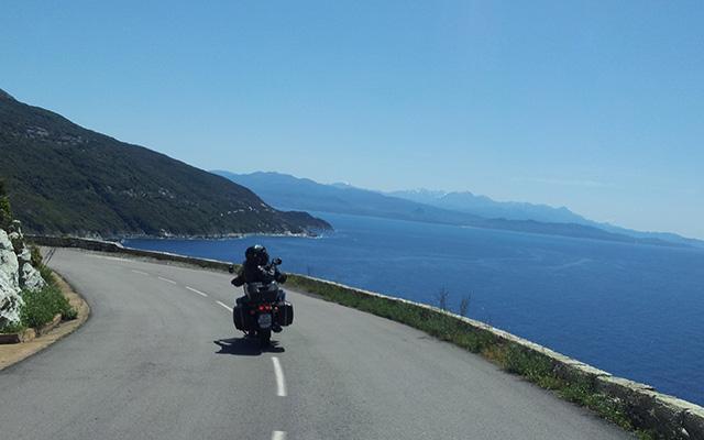 voyage moto corse sur la route cotière planet ride