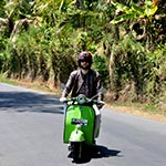 voyage en scooter à Bali Planet ride scooter vespa vert