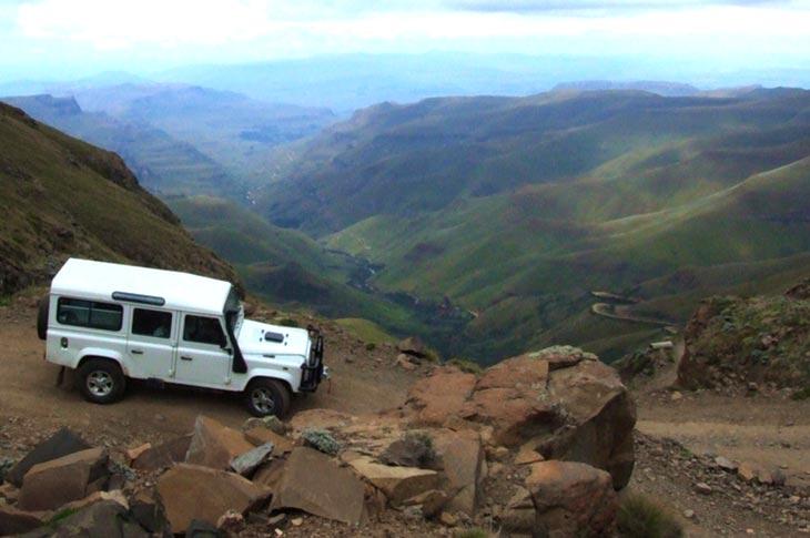 voyage 4x4 Afrique du Sud, Sani Pass land rovers avec Planet Ride