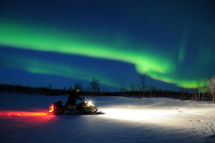 Raid motoneige Laponie Aurore boreale Planet Ride