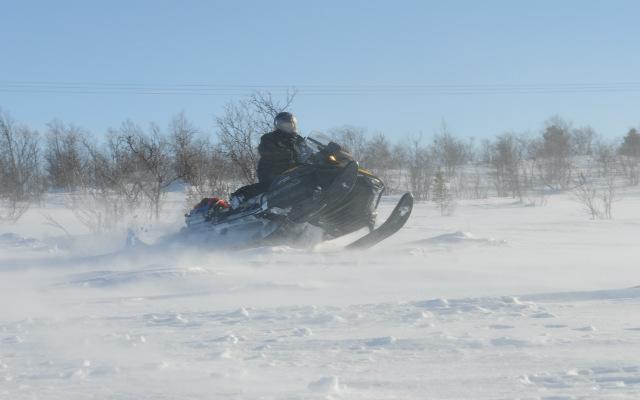 Voyage motoneige Laponie dans poudreuse