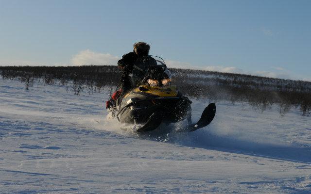 Raid motoneige en Laponie
