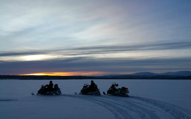 Circuit motoneige en Laponie ride sur lac Inari avec Planet Ride