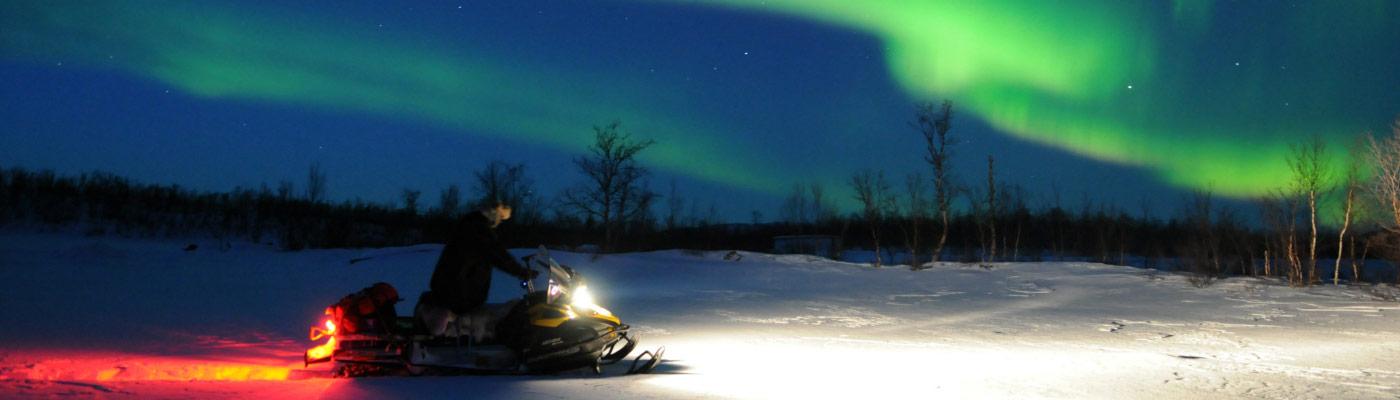 raid-motoneige-laponie-Aurore-boreale-Planet-Ride-2