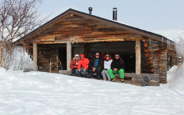 départ motoneige en Laponie avec Planet Ride