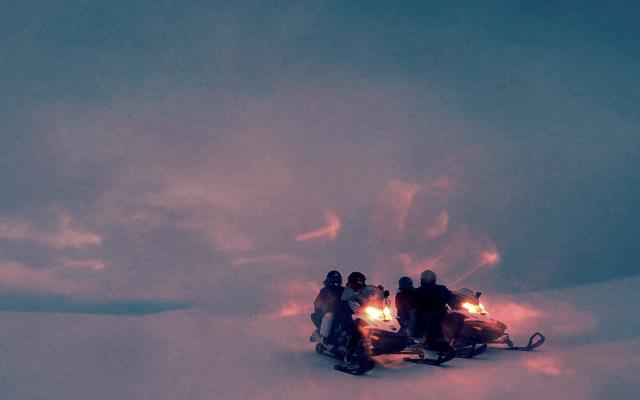 voyage motoneige en Laponie lors d'une nocturne